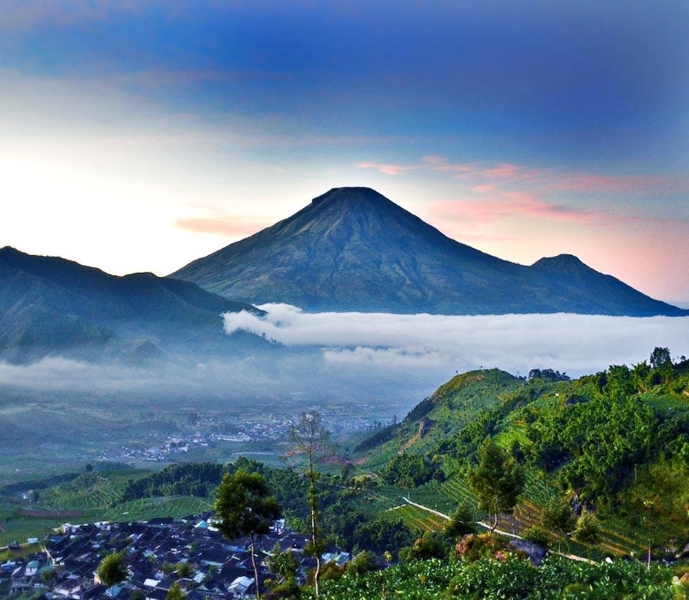Gunung Sindoro dari Gardu Pandang Tieng