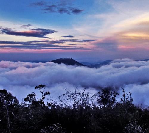 prau dieng dalam pelukan awan