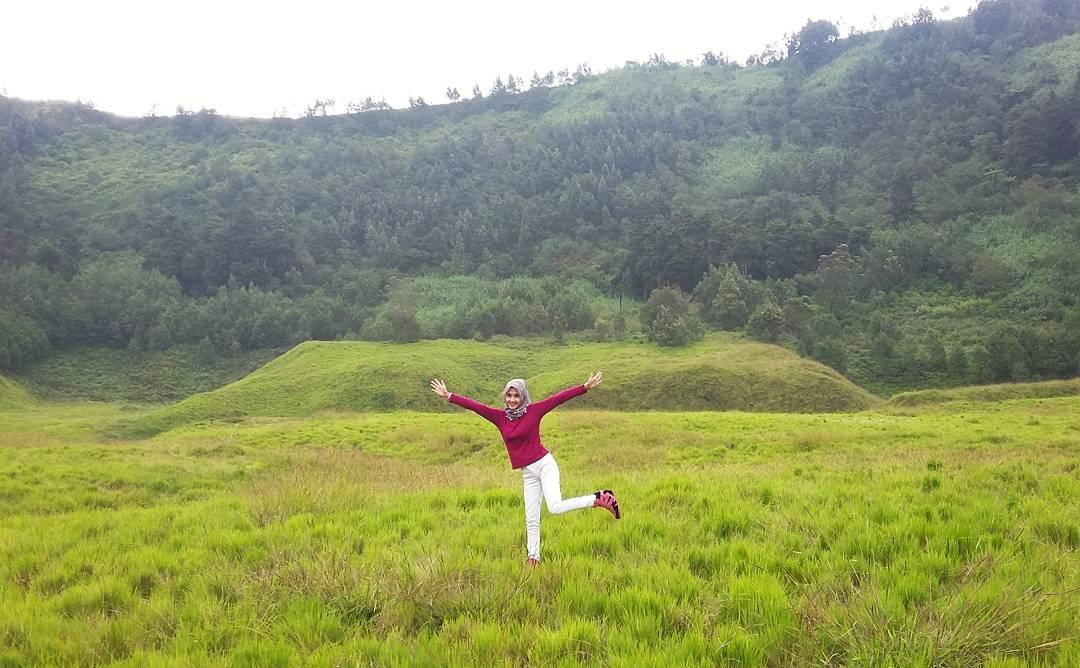 Padang Savana Pangonan Semurup Dieng via @dhiananggita